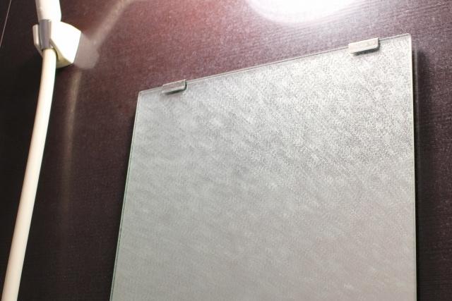 お風呂場の鏡についたウロコ汚れはどうとるの?キレイな鏡をキープするコツまでご紹介