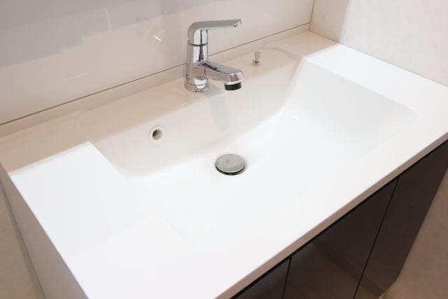 洗面台のお掃除方法〜汚れの種類から正しいお掃除の手順をわかりやすくご紹介