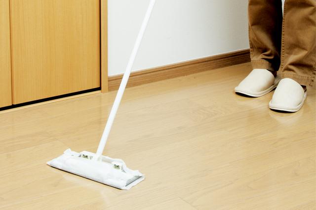 『激落ちワックスシートフローリング用13枚』を使ったフローリング床のお掃除