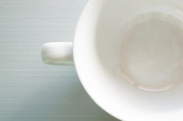 気がついたらマグカップに汚れが!?茶渋汚れにはあのお掃除アイテムが便利!